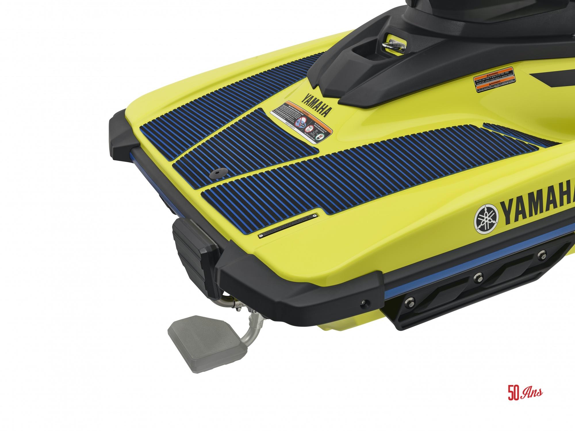 Yamaha EX Deluxe - 2021_EXDeluxe_Yellow_Detail_ReboardingStep