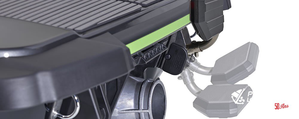 Yamaha EX Deluxe - 2018-EX-Deluxe-Carbon-Reboarding-Step
