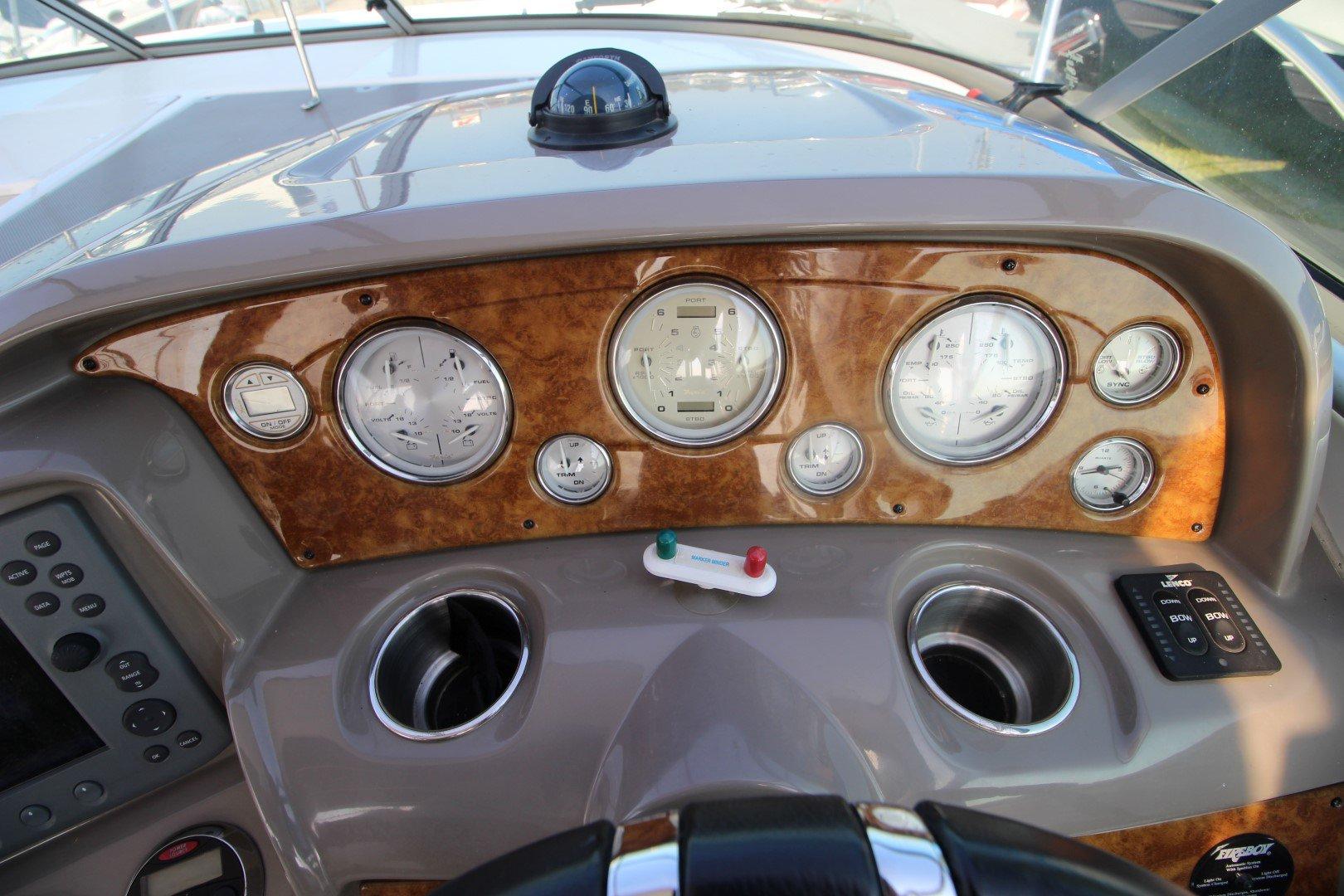 Rinker Express Cruiser 350 - IMG_2285