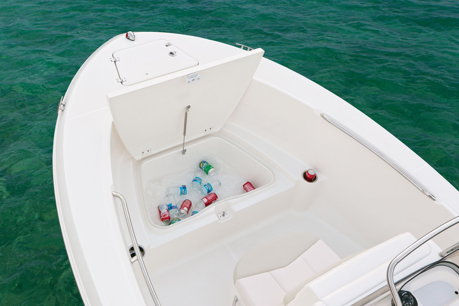 Robalo R180 - R180-BowFishbox-16