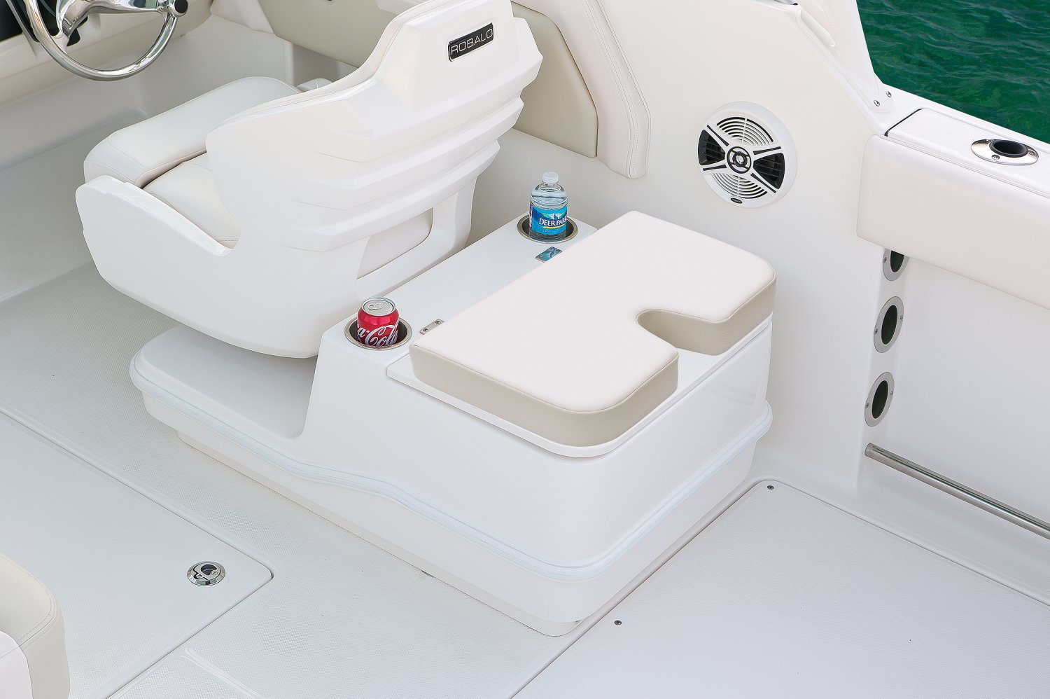 Robalo R247 - R247-CoolerStorage-02-17