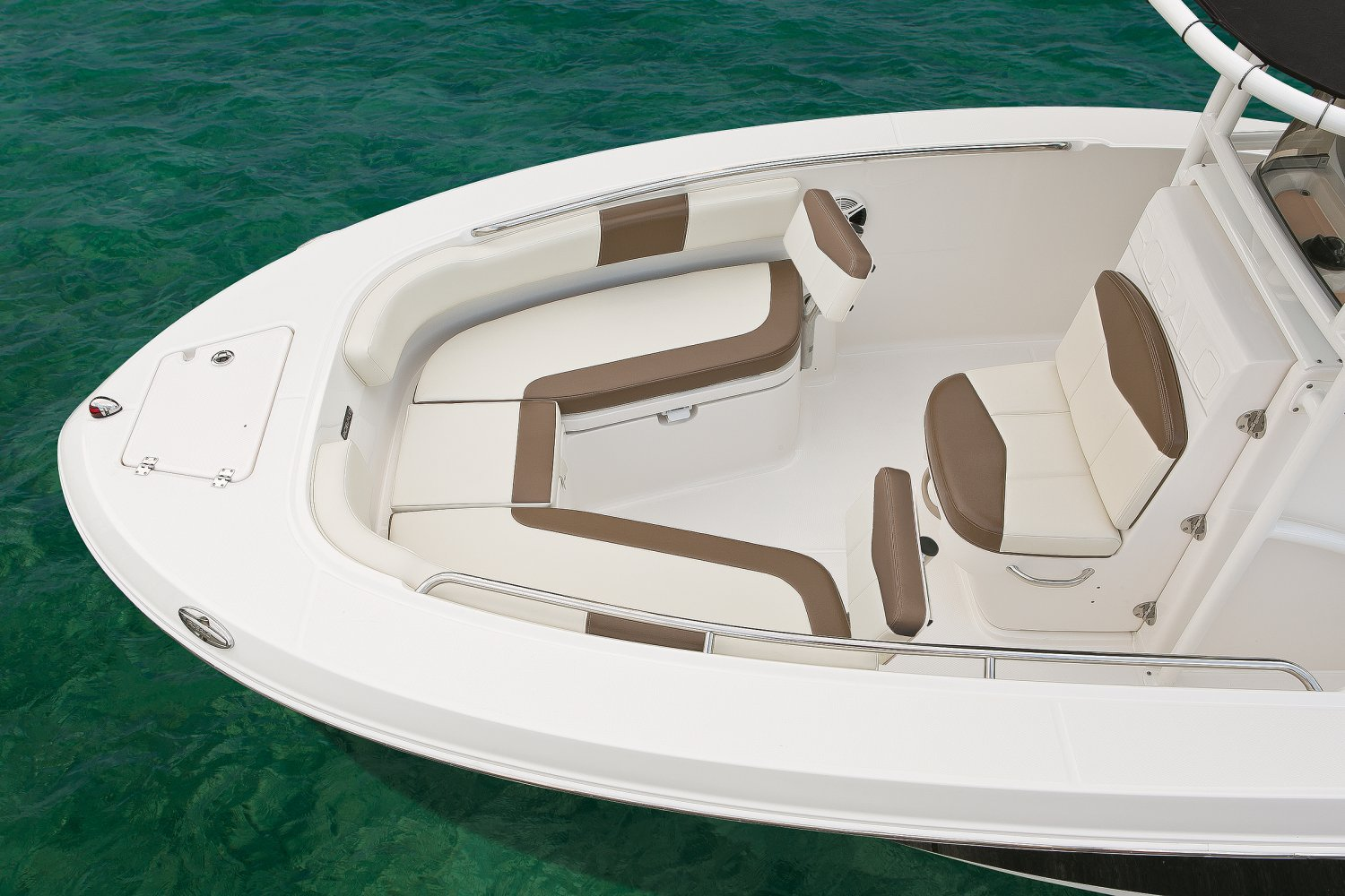 Robalo Explorer R202 - R200-ES-BowSeating-17