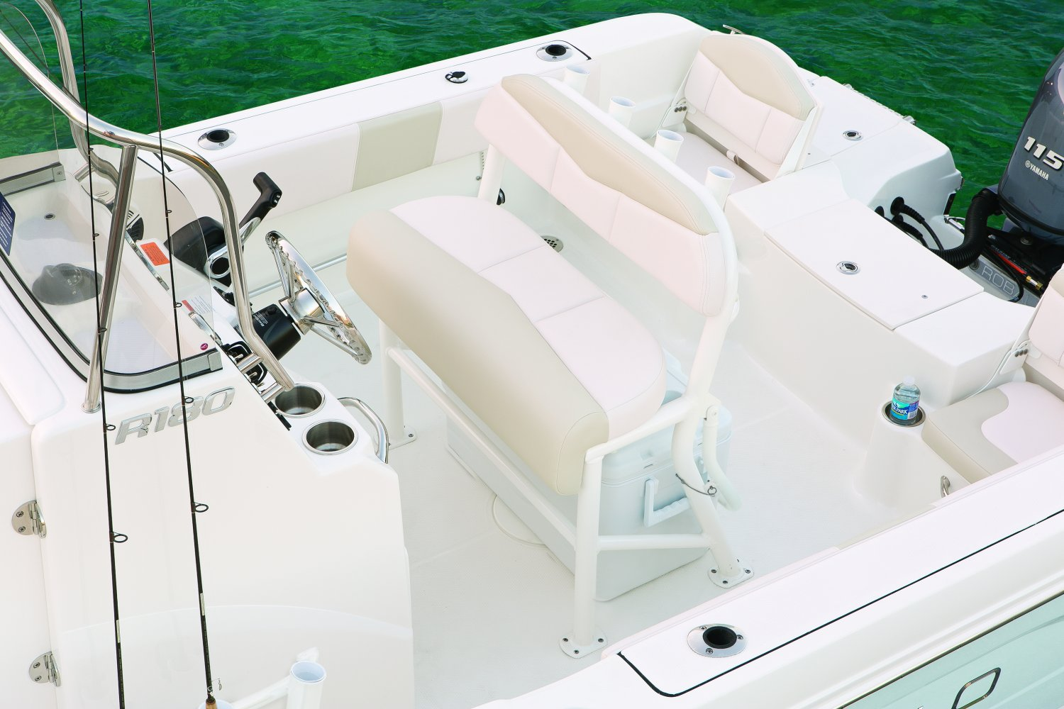 Robalo R180 - R180-LeanPost-17