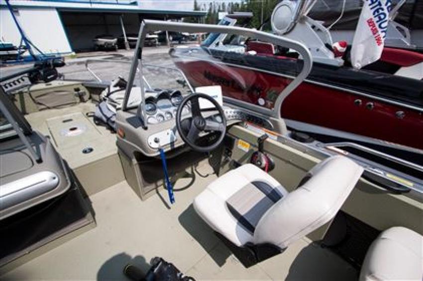 Crestliner Inc Canadian 1650 - 31968