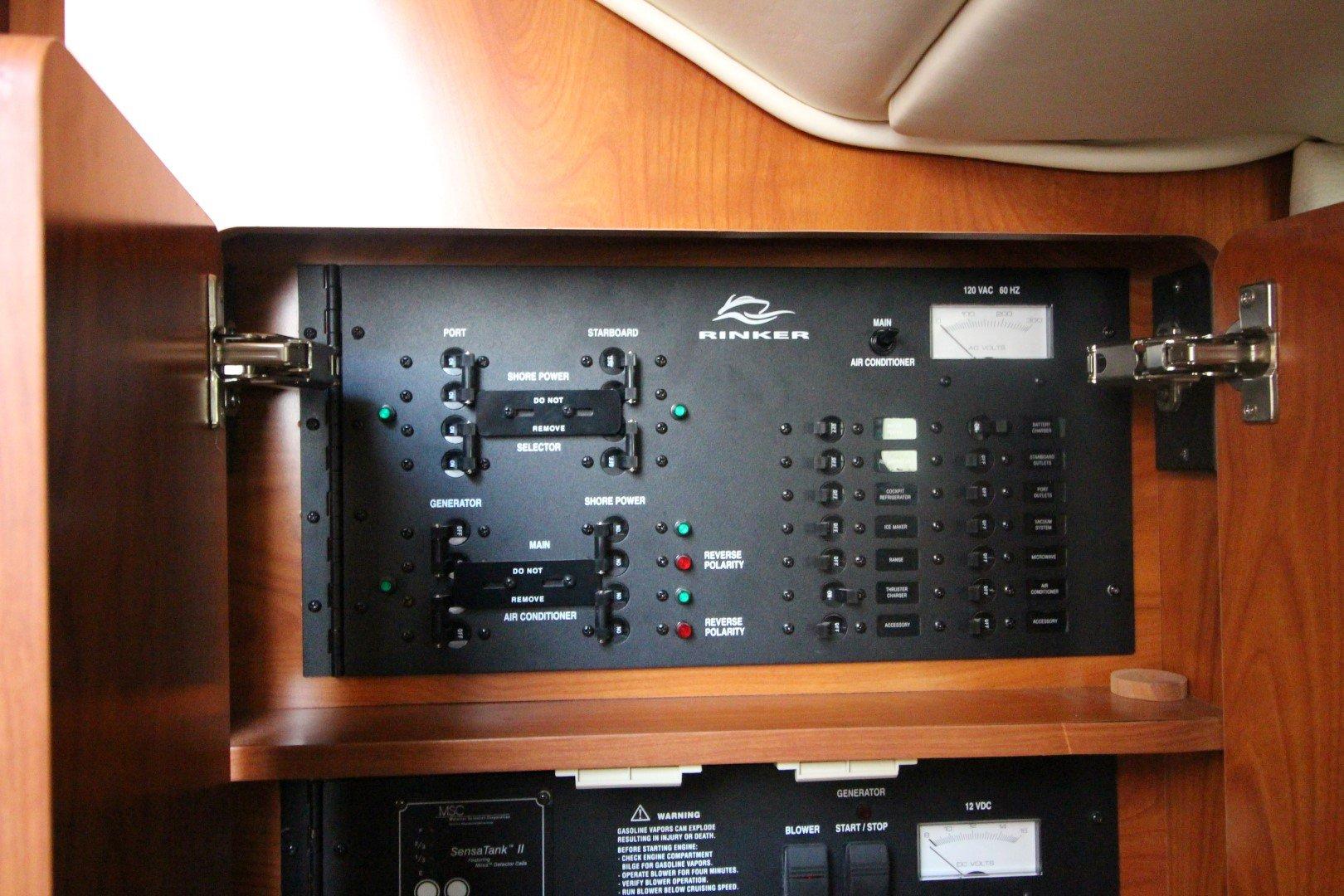 Rinker Express Cruiser 350 - IMG_2266