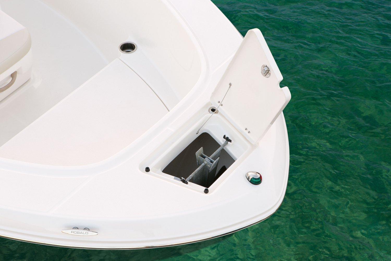 Robalo R180 - R180-AnchorLocker-16