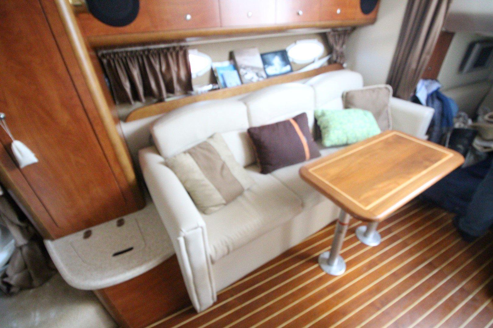 Rinker Express Cruiser 350 - IMG_2274
