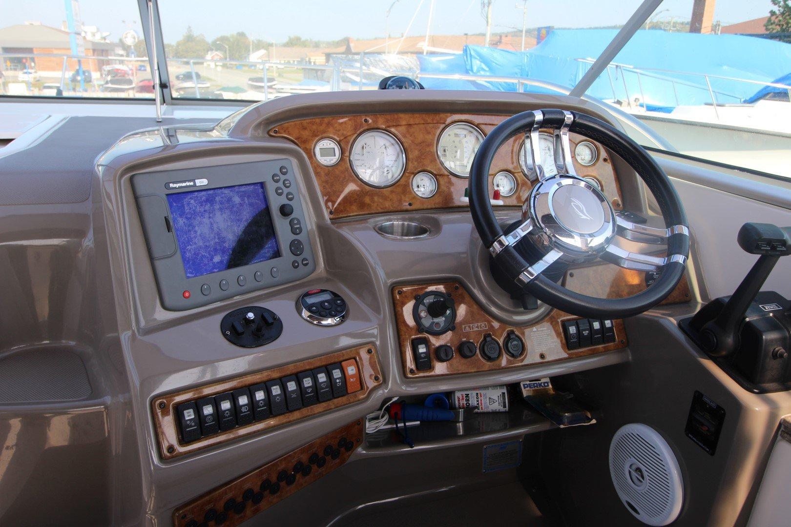 Rinker Express Cruiser 350 - IMG_2261