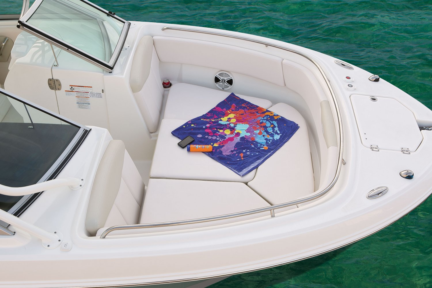 Robalo R247 - R247-BowFillerCushion-16