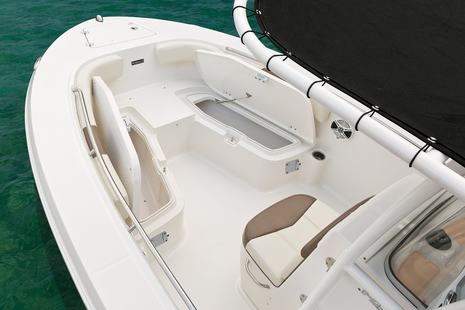 Robalo Explorer R202 - R200-ES-FishBoxes-17