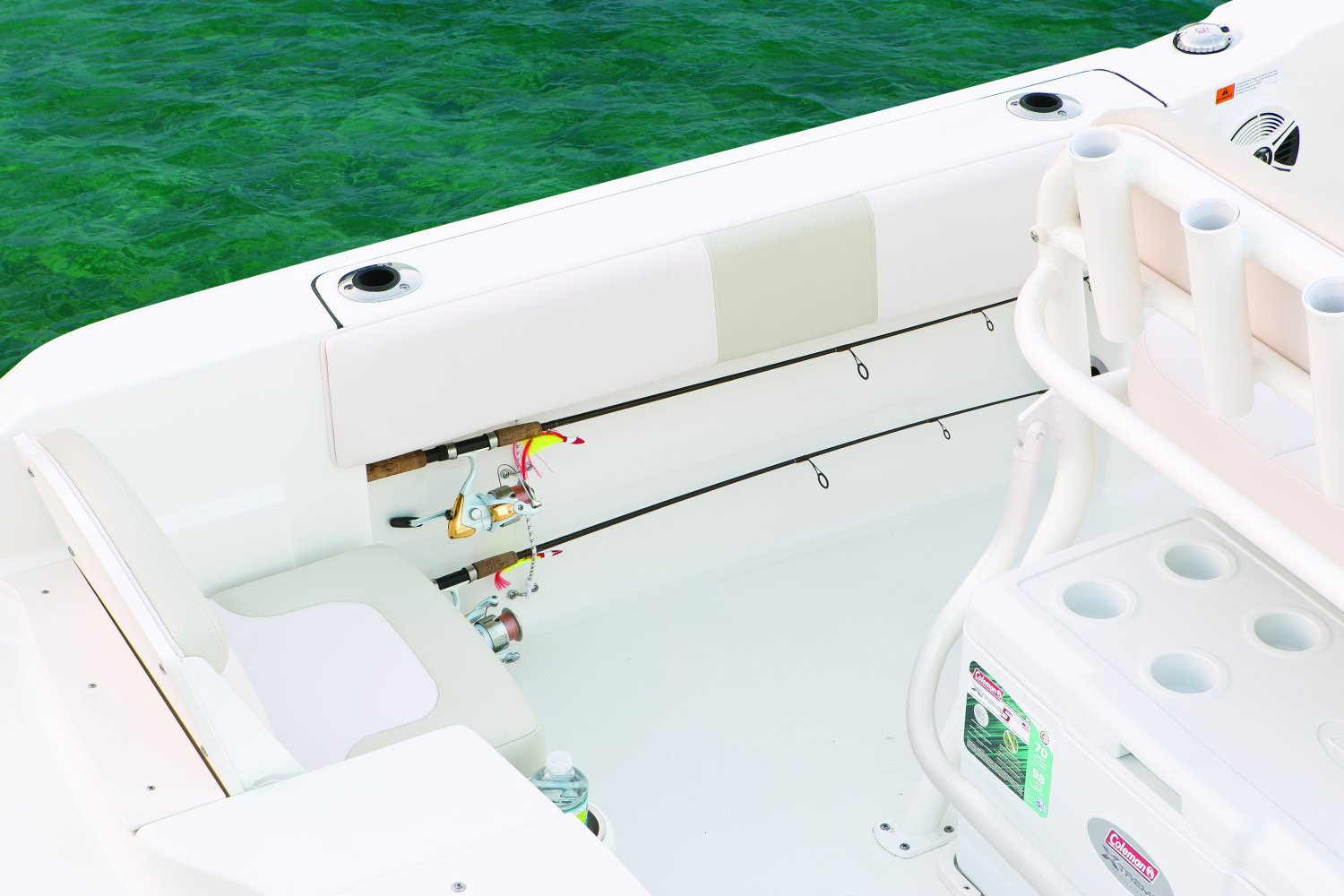 Robalo R180 - R180-RodHolders-17