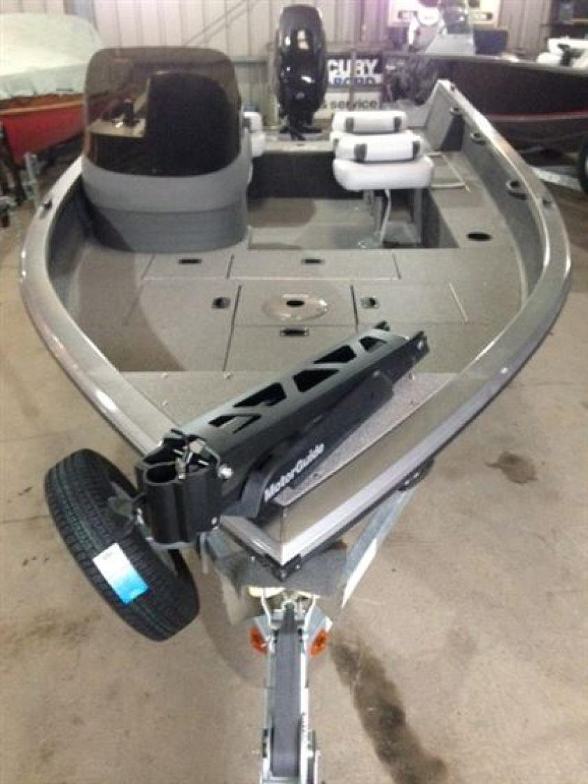 Crestliner Inc Fish Hawk 1600 - 32184