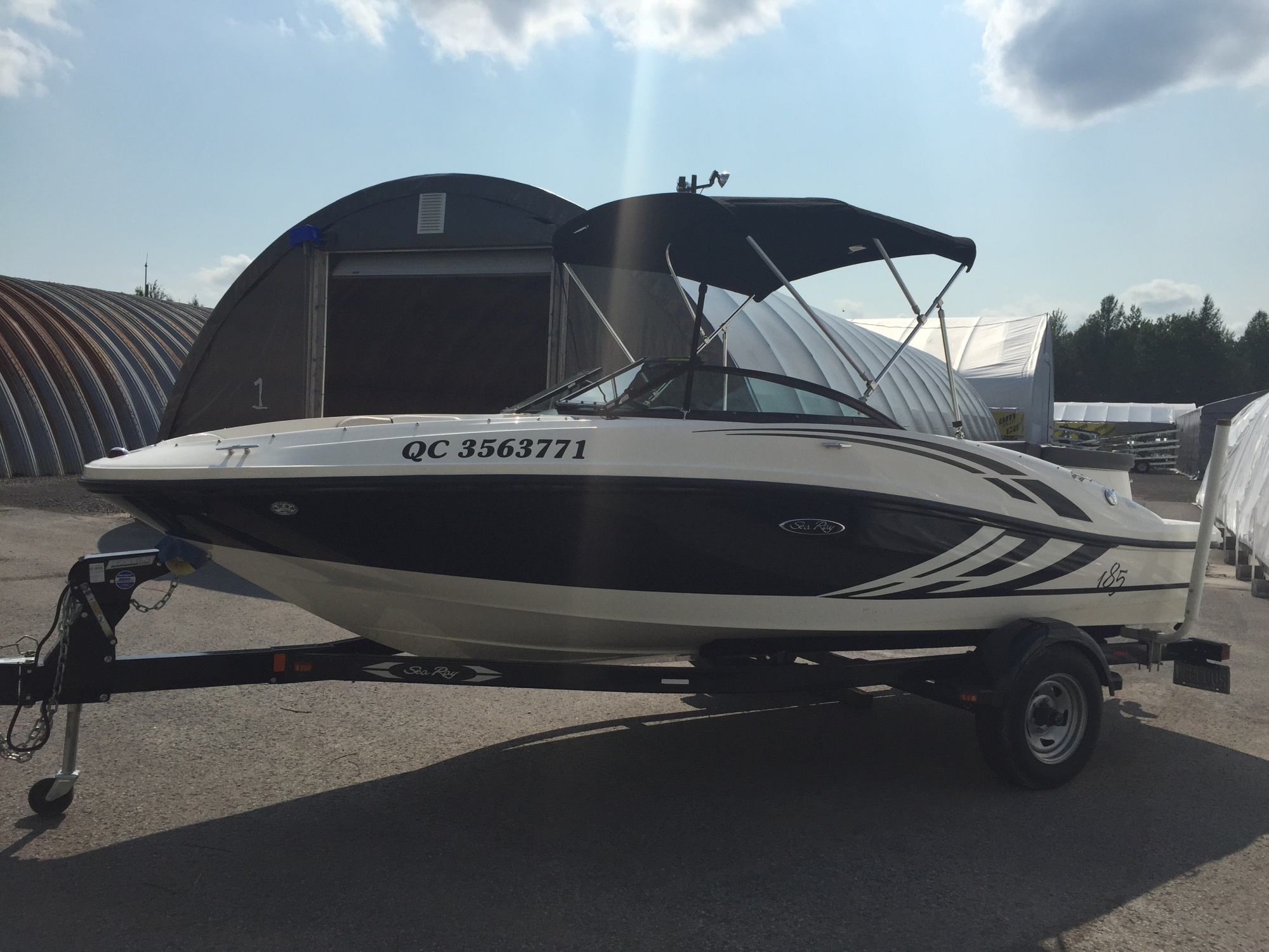 Sea Ray 185 SP SRV34 - STOCK 26147-A Bateau Sea ray 2012 Blanc (3)