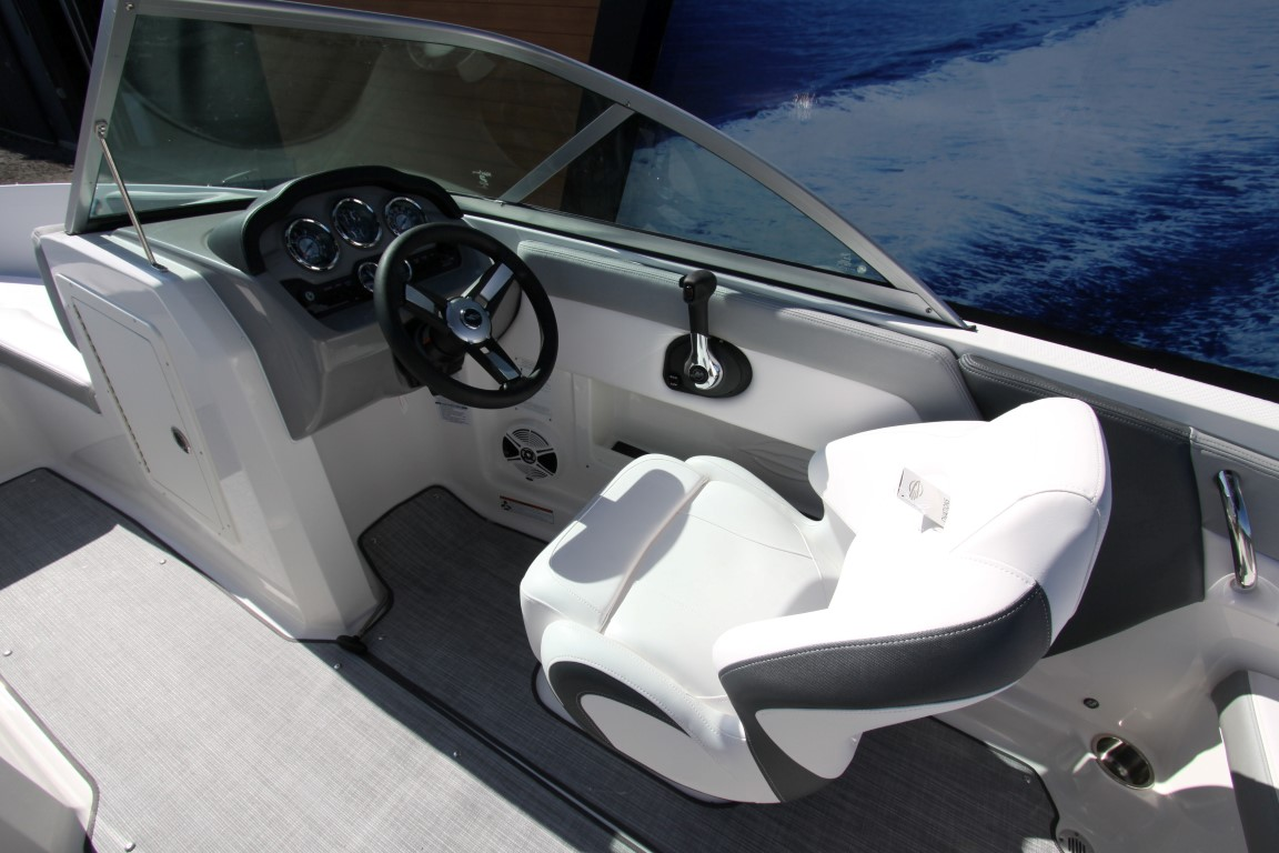 Chaparral 19 SSI - IMG_1825