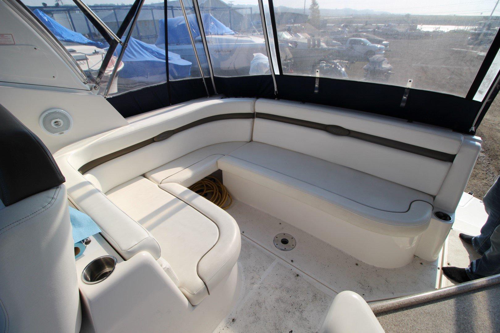 Rinker Express Cruiser 350 - IMG_2293