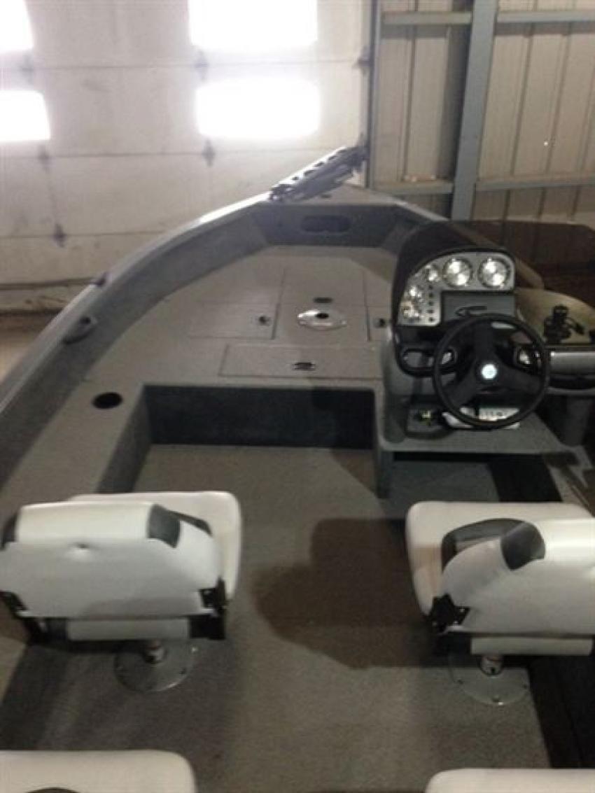 Crestliner Inc Fish Hawk 1600 - 32186